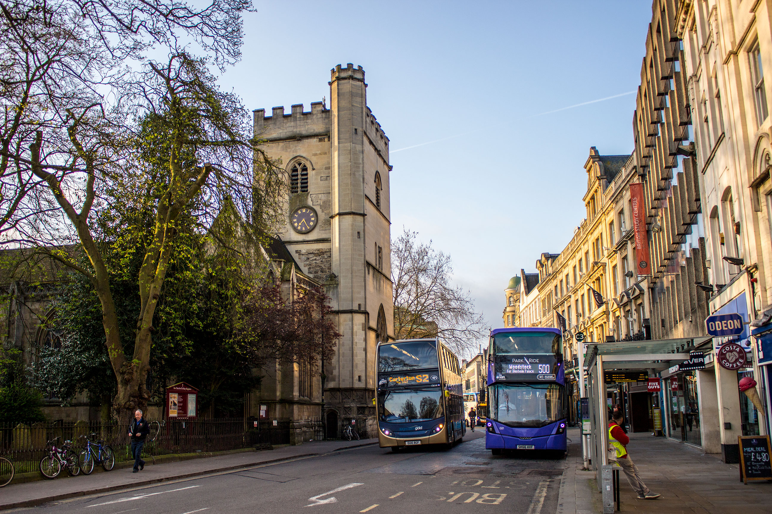 A Stagecoach Gold branded Enviro 400 MMC meets an Oxford Park & Ride branded Wright Streetdeck in central Oxford's Magdalen Street